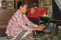 Indonesia, Java island;  the duk&ugrave;n - shaman Ibu Mul.<br /> Indonesia, isola di Giava; la sciamana- duk&ugrave;n Ibu Mul
