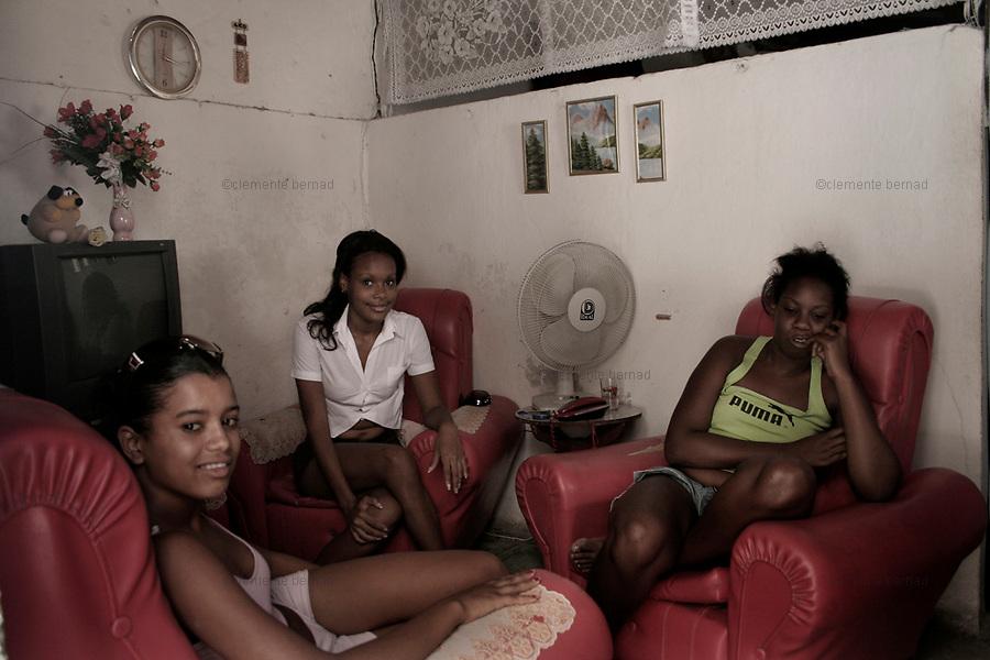 Havana (Cuba). September 2006..La Habana Vieja. Wendy, Andy, Tany, three young friends..