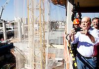 S&Atilde;O PAULO,SP,07 AGOSTO 2012 - SERRA ELEI&Ccedil;&Otilde;ES<br /> O candidato a prefeitura de S&acirc;o Paulo Jos&eacute; Serra esteve na tarde de hoje visitando as obras da esta&ccedil;&atilde;o Oratorio do monotrilho  e depois conversou com  eleitores e visitou comercio da Vila Zelina zona leste de S&atilde;o Paulo.FOTO ALE VIANNA/BRAZIL PHOTO PRESS.