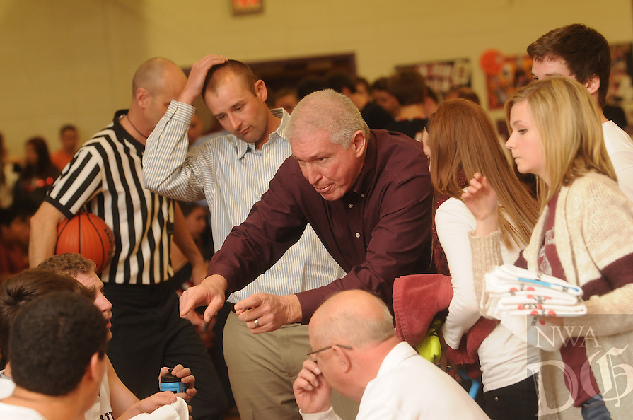 NWA Democrat-Gazette/Michael Woods --02/10/2015--w@NWAMICHAELW... Huntsville vs Pea Ridge during Tuesday nights game in Huntsville.