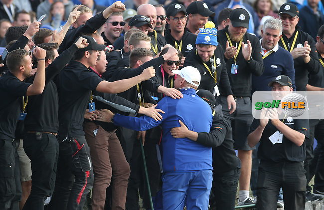 Thomas Bjorn (Team Europe Captain) goes to the greenskeepers after the Sunday' Singles, at the Ryder Cup, Le Golf National, Île-de-France, France. 30/09/2018.<br /> Picture David Lloyd / Golffile.ie<br /> <br /> All photo usage must carry mandatory copyright credit (© Golffile | David Lloyd)