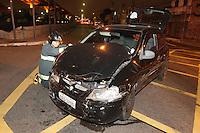 FOTO EMBARGADA PARA VEICULOS INTERNACIONAIS. ACIDENTE IPIRANGA, SAO PAULO, SP, 22-12-2012. Dois veiculos colidiram no cruzamento da Av. Juntas Provisorias com a Rua 2 de Julho no Ipiranga. Cinco pessoas ficaram feridas, dentre elas uma crianca de 2 anos que estava fora da cadeirinha.  Luiz Guarnieri/ Brazil Photo Press.