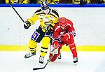 Huddinge 2015-09-20 Ishockey Division 1 Huddinge Hockey - S&ouml;dert&auml;lje SK :  <br /> S&ouml;dert&auml;ljes Anton Holm tacklar Huddinges  Martin Eklund under matchen mellan Huddinge Hockey och S&ouml;dert&auml;lje SK <br /> (Foto: Kenta J&ouml;nsson) Nyckelord:  Ishockey Hockey Division 1 Hockeyettan Bj&ouml;rk&auml;ngshallen Huddinge S&ouml;dert&auml;lje SK SSK