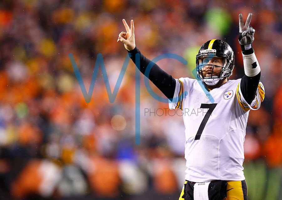 Ben Roethlisberger #7 of the Pittsburgh Steelers calls for a two-point conversion against the Cincinnati Bengals during the Wild Card playoff game at Paul Brown Stadium on January 9, 2016 in Cincinnati, Ohio. (Photo by Jared Wickerham/DKPittsburghSports)