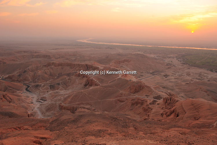 mm7864; 18th Dynasty; New Kingdom; Egypt; Tut, Tutankhamun, Valley oft he Kings, sunrise,Egypt's Valley of the Kings, Sunrise breaking over the Valley of the Kings, Viewed from the summit of el-Qurn, tombs, pharaoh
