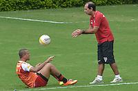 SAO PAULO, 24 DE MARCO DE 2013 - TREINO SAO PAULO - O jogador Luis Fabiano durante treino do São Paulo, no CT da Barra Funda, região oeste da capital, na manha desta segunda feira, 25. (FOTO: ALEXANDRE MOREIRA / BRAZIL PHOTO PRESS)
