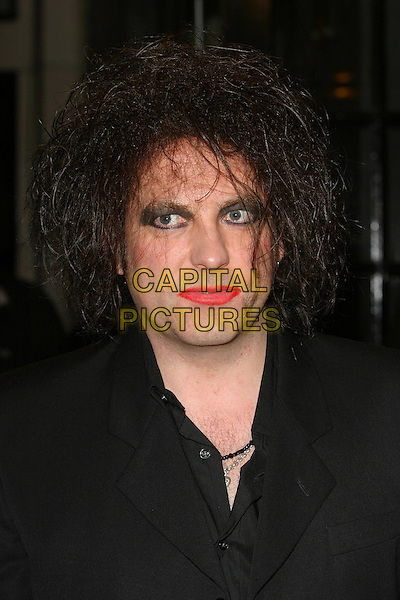 ROBERT SMITH - THE CURE.The 2003 Q Awards, Park Lane Hotel, London, UK.2nd October 2003 .headshot, portrait, lipstick, eyeliner, make-up.www.capitalpictures.com.sales@capitalpictures.com.Supplied By Capital PIctures