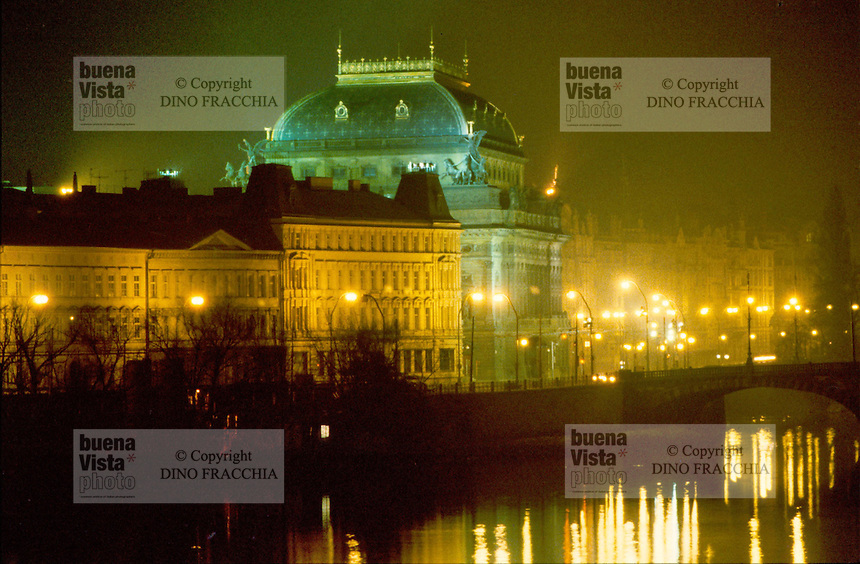 - Prague, National theater and Moldava river<br /> <br /> - Praga, Teatro Nazionale e fiume Moldava