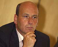 Gennaro Salvatore consigliere regionale della Campania è stato arrestato per peculato tra le sue spese pazze anche una tintura per capelli