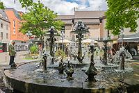 Deutschland, Rheinland-Pfalz, Neustadt an der Weinstrasse: der Elwetritschenbrunnen von Gernot Rumpf in der Altstadt | Germany, Rhineland-Palatinate, Neustadt an der Weinstrasse: Elwetritschen-fountain by Gernot Rumpf at old town