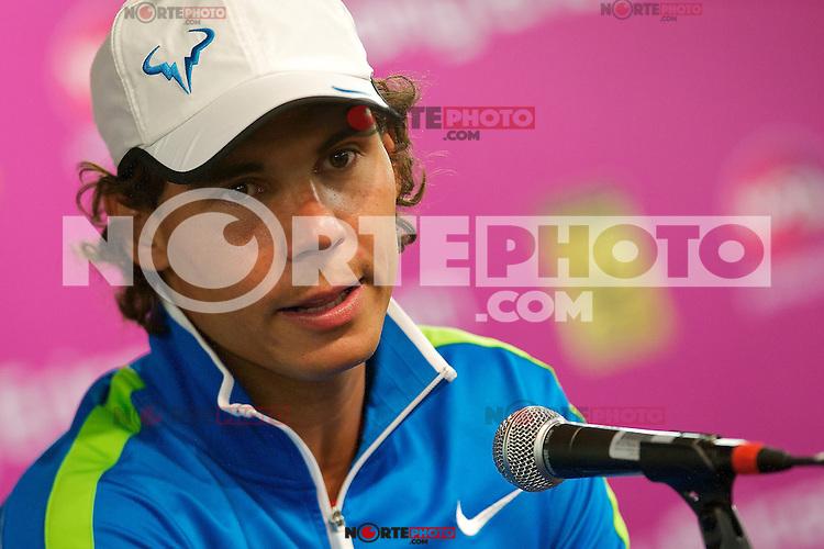 *30*marzo*: Rafael Nadal habla con la prensa después de la notificación oficial de baja de las semifinales del Abierto Sony Ericsson en Miami  en Key Biscayne,FL.<br /> *Foto:©*NORTE*PHOTO/Chaz*Inc.Niell/ Media*Punch)