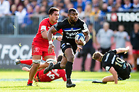 Semesa Rokoduguni of Bath Rugby goes on the attack. Heineken Champions Cup match, between Bath Rugby and Stade Toulousain on October 13, 2018 at the Recreation Ground in Bath, England. Photo by: Patrick Khachfe / Onside Images