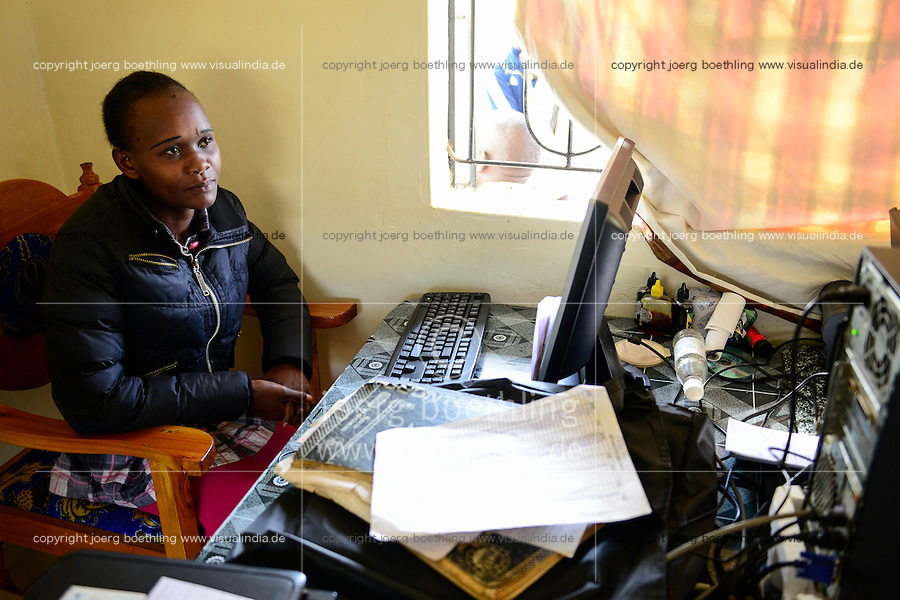 KENYA, County Bungoma, village Tongaren, NADAFA Naitiri Dairy Farmers Co-op Society Ltd., dairy / KENIA, NADAFA Molkerei, Buchhalterin Ruth Kuloba