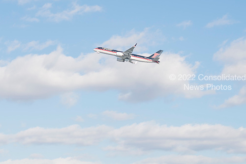 President-elect Trump's private plane rises into the air at Laguardia Airport in New York, NY, USA on December 1, 2016. <br /> Credit: Albin Lohr-Jones / Pool via CNP