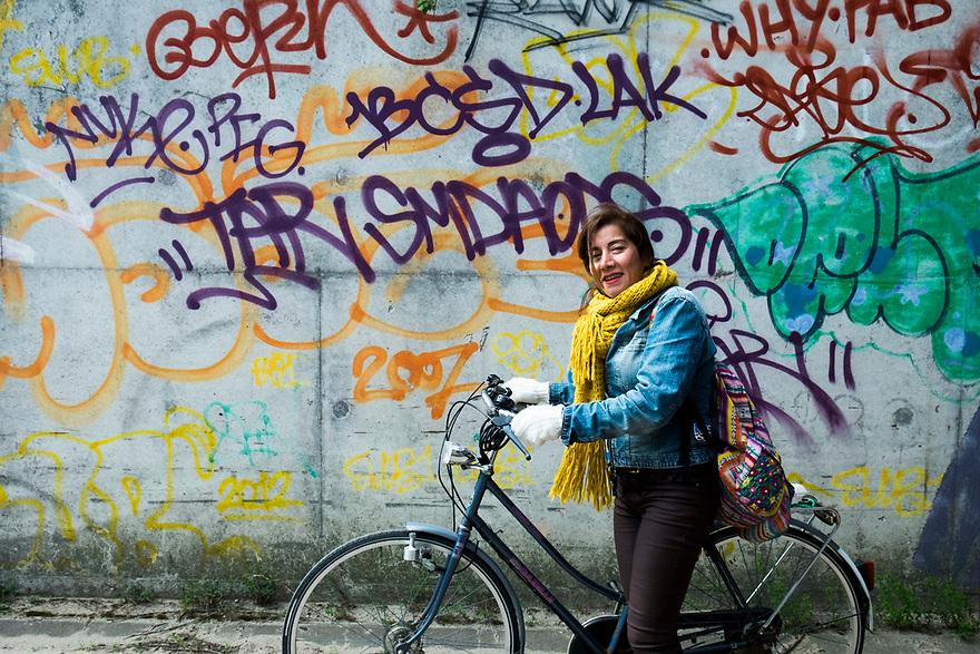 Nederland, Amsterdam, 20170506<br /> Azar bij muur vol graffity.<br /> <br /> <br /> Foto: (c) Michiel Wijnbergh