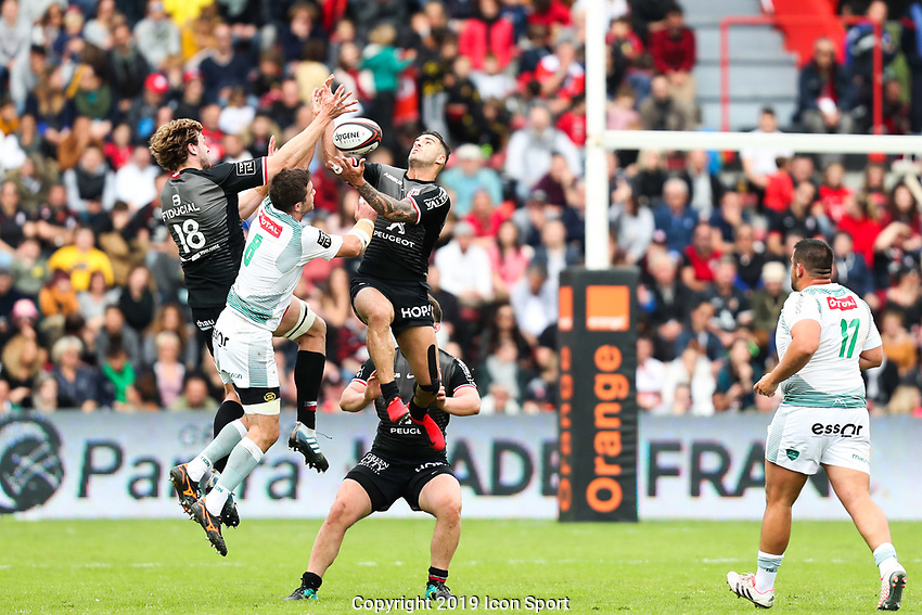 Sofiane Guitoune of Toulouse and Martin Puech of Pau during the Top 14 match between Toulouse and Pau at Stade Ernest Wallon on May 4, 2019 in Toulouse, France. (Photo by Manuel Blondeau/Icon Sport)