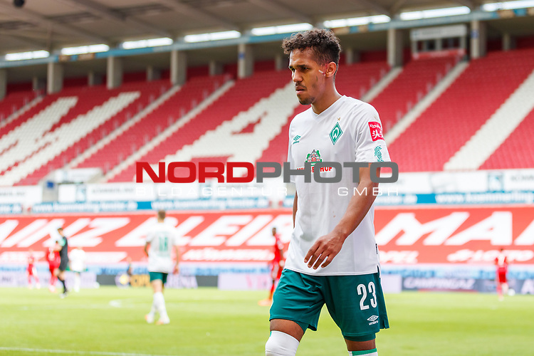 Theodor Gebre Selassie (SV Werder Bremen), <br /> <br /> Sport: Fussball: 1. Bundesliga:: nphgm001:  Saison 19/20: 33. Spieltag: 1. FSV Mainz 05 vs SV Werder Bremen 20.06.2020<br /> Foto: Neis/Eibner/Pool/via gumzmedia/nordphoto<br /><br />DFB regulations prohibit any use of photographs as image sequences and/or quasi-video.<br />Editorial Use ONLY<br />National and International News Agencies OUT<br />  DFL REGULATIONS PROHIBIT ANY USE OF PHOTOGRAPHS AS IMAGE SEQUENCES AND OR QUASI VIDEO<br /> EDITORIAL USE ONLY<br /> NATIONAL AND INTERNATIONAL NEWS AGENCIES OUT
