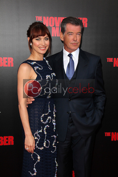 Olga Kurylenko, Pierce Brosnan<br />