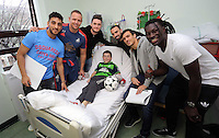 Pictured: Tuesday 22 December 2015<br /> Re: Swansea City footballers Matt Grimes, Leon Britton, Bafetimbi Gomis, Jack Cork, Neil Taylor, club ambassador Lee Trundle and mascot Cyril the Swan have visited young patients at the Children's Ward in Morriston Hospital, south Wales, UK