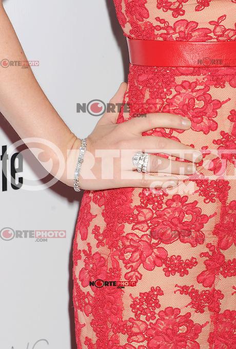 HOLLYWOOD, CA - AUGUST 23: Isla Fisher arrives at the Los Angeles premiere of 'Bachelorette' at the Arclight Hollywood on August 23, 2012 in Hollywood, California. /NortePhoto.com<br /> <br />  **CREDITO*OBLIGATORIO** *No*Venta*A*Terceros*<br /> *No*Sale*So*third* ***No*Se*Permite*Hacer Archivo***No*Sale*So*third*