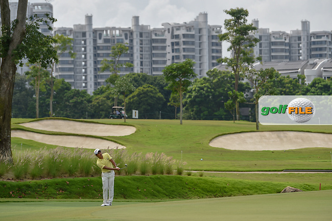 Takumi KANAYA (JPN) chips on to 7 during Rd 4 of the Asia-Pacific Amateur Championship, Sentosa Golf Club, Singapore. 10/7/2018.<br /> Picture: Golffile | Ken Murray<br /> <br /> <br /> All photo usage must carry mandatory copyright credit (© Golffile | Ken Murray)