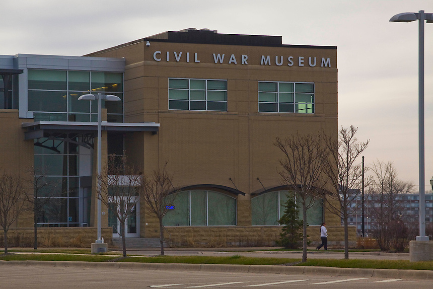 Images of the lakefront lighthouses and the Civil War Museum.