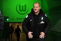 FUSSBALL   1. BUNDESLIGA    SAISON 2012/2013    13. Spieltag   VfL Wolfsburg - SV Werder Bremen                          24.11.2012 Trainer Thomas Schaaf (SV Werder Bremen) betritt die Volkswagen Arena