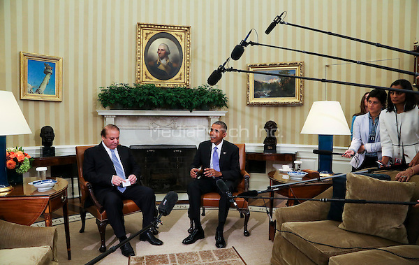 United States President Barack Obama (R) holds a bilateral meeting with Prime Minister Nawaz Sharif (L) of Pakistan in the Oval Office of the White House, in Washington, DC, October 22, 2015.<br /> Credit: Aude Guerrucci / Pool via CNP /MediaPunch