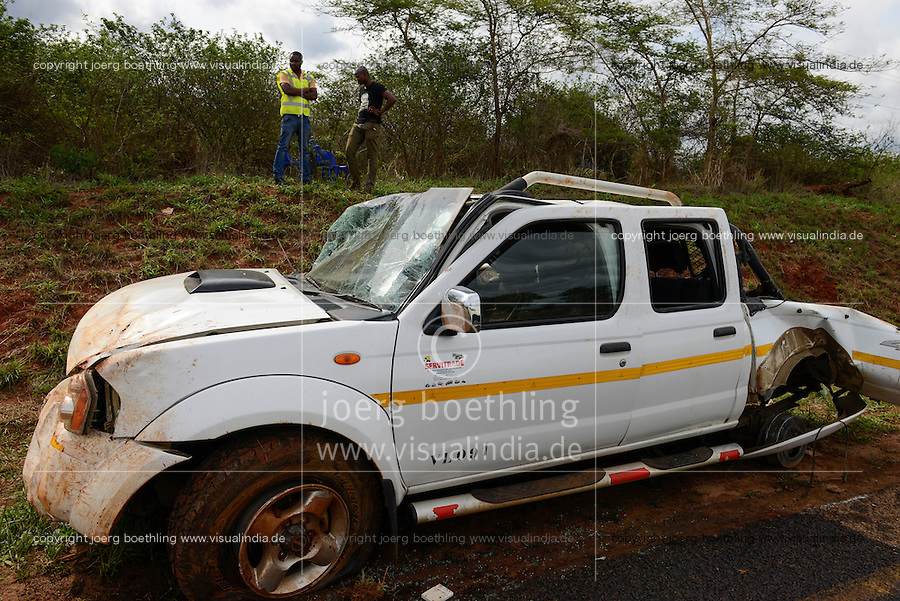 MOZAMBIQUE, Chitundo, car accident / MOSAMBIK, Chitundo, Autounfall