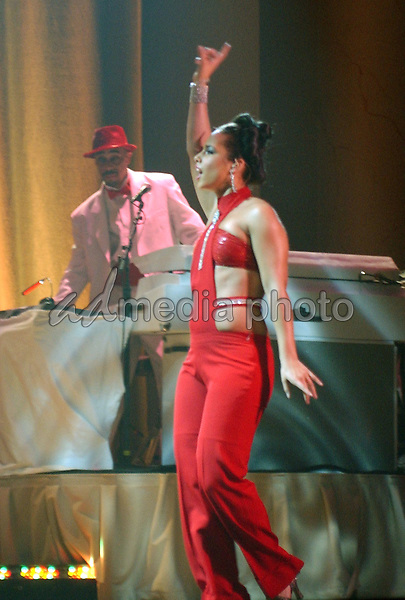 16 April 2005 - Washington D.C. - Alicia Keys. 'The Diary of Alicia KeysTour' 2005 held at DAR Constitution Hall. Photo Credit: Laura Farr/AdMedia