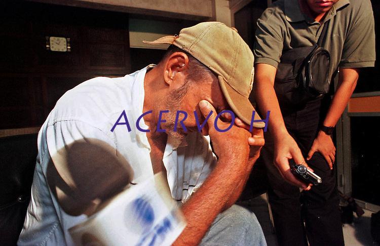 O pecuarista Osmar Teodoro da Silva, acusado pela morte do padre Josimo Tavares no Maranhão  chega a sede da polÌcia federal .<br /> Belém, Pará, Brasil<br /> Foto Fernando Araújo<br /> 14/12/2001