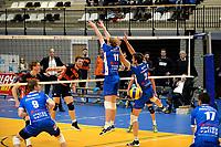GRONINGEN - Volleybal, Abiant Lycurgus - Orion, Alfa College , Eredivisie , seizoen 2017-2018, 16-12-2017 Orion speler Erik van der Schaaf slaat de bal langs het blok