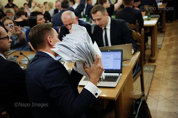 WARSZAWA, 19/07/2017:<br /> Posel opozycji z PO trzyma plik poprawek jego partii do reformy sadownictwa proponowanej przez PiS. Poslowie protestuja podczas sejmowej komisji sprawiedliwosci przeciwko nowemu prawu ktore spowoduje ze sedziowie Sadu Najwyzszego beda wybierani przez Sejm, a obecni straca stanowiska (poza wskazanymi przez ministra sprawiedliwosci)<br /> n/z Kamila Gasiuk-Pihowicz, Nowoczesna i sedzia Stanislaw Piotrowicz<br /> Fot: Piotr Malecki / Napo Images<br /> <br /> WARSAW, POLAND, JULY 20, 2017:<br /> Opposition protests against the new law introduced by ruling party PiS (Law &amp; Justice), during the Justice Commission sitting at the Sejm, Polish parliamament. The proposed law will make the judges of Supreme Court of Poland elected by the parliament, where PiS has majority. Also, all present judges except for the ones shown by the Justice ministery will be fired. Opposition points that all these measure are unconstitutional.<br /> (Photo by Piotr Malecki / Napo Images)<br /> <br /> <br /> <br /> ### Poland only. Zakaz publikacji w negatywnym kontekscie.   <br />     . Cena minimalna: 100 PLN ### Zakaz publikacji w Gazecie Polskiej ###