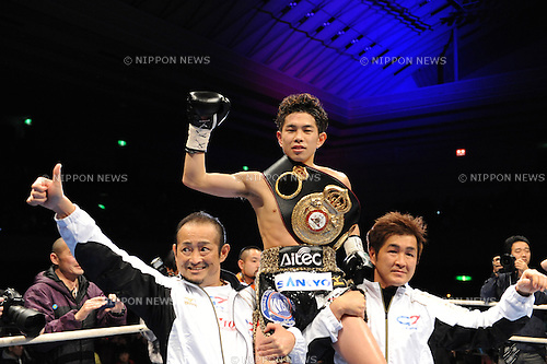 (L-R) Kazunori Ioka, Kazuto Ioka (JPN), Hiroki Ioka,.DECEMBER 31, 2012 - Boxing :.Kazuto Ioka of Japan celebrates with his father Kazunori Ioka and his uncle and Ioka boxing gym chairman Hiroki Ioka after winning the vacant WBA light flyweight title bout at Bodymaker Colosseum (Osaka Prefectural Gymnasium) in Osaka, Japan. (Photo by Mikio Nakai/AFLO)