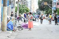 SÃO PAULO,SP, 29.04.2015 - A prefeitura de São Paulo (SP) faz ação na cracolândia, em frente à praça Júlio Prestes no bairro da Luz no centro da cidade, para retirada de barracos na esquina das ruas Helvétia e Cleveland. Houve confusão e revolta entre os frequentadores do local e a imprensa chegou a ser hostilizada. (Foto: Amauri Nehn/Brazil Photo Press).
