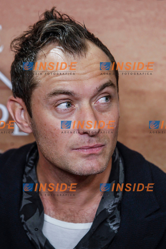 Jude Law attend the Young Pope series photocall at the Italian embassy in Madrid, Spain 11-10-2016 Jude Law attends The Young Pope series premiere at Palafox  theater  in Madrid, Spain 11-10-2016Jude Law attends The Young Pope series premiere at Palafox  theater  in Madrid, Spain 11-10-2016 <br /> Foto WALTER KOVACS / PANORAMIC / Insidefoto