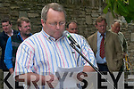 Seanie OLeary addresss the crowd who gathered at the unveiling of the Johnny OLeary monument in Kenmare Place, Killarney, last Saturday..
