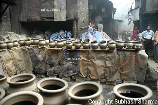 Dharavi,Mumbai,India,pot makers,poverty,poor ,workers,labourers,smoke,hazardous,toxic,fumes,health hazard,health,pollution,klin,furnace