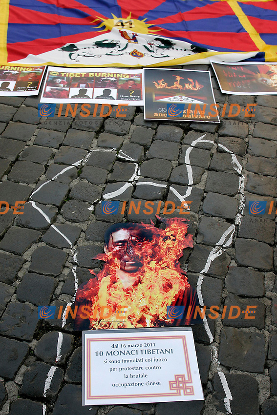 ..Roma 02/11/2011 Manifestazione contro l'occupazione della Cina sul Tibet, a suporto del popolo tibetano e per denunciare il suicidio per protesta di molti monaci...Photo Samantha Zucchi Insidefoto