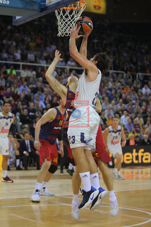 Turkish Airlines Euroleague 2016/2017.<br /> Regular Season - Round 8.<br /> FC Barcelona Lassa vs R. Madrid: 63-102.<br /> Petteri Koponen vs Sergio Llull.