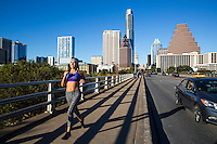 The most common—yet uncommonly good—place to run in town is on the Congress Avenue Bridge along the iconic scenic Lady Bird Lake Trail - Stock Image.