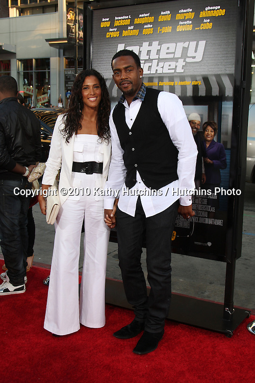"LOS ANGELES - AUG 12:  Bill Bellamy & Wife arrives at the ""Lottery Ticket"" World Premiere at Grauman's Chinese Theater on August 12, 2010 in Los Angeles, CA"