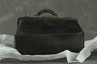 Willard Suitcases / H L / ©2013 Jon Crispin