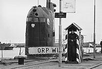 - Polish Navy, the submarines landing (Soviet Whiskey-class) in the naval base of Gdynia (may1991)....- marina militare polacca, approdo dei sommergibili (classe sovietica Whisky) nella base navale di Gdynia (maggio1991)