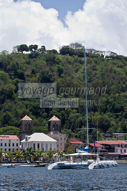 France/DOM/Martinique/ Saint-Pierre: le front de mer du Mouillage et la cathédrale