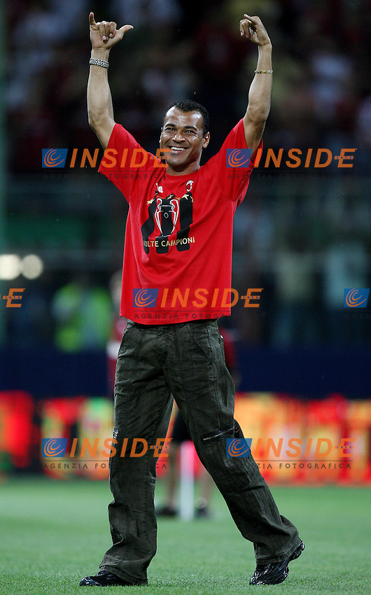 AC Milan defender Cafu celebrates his Champions League at the San Siro stadium in Milan, 25 may 2007. AC Milan beat Liverpool 2-1 in the final match of the Champions League last Tuesday. Insidefoto / Paco SERINELLI