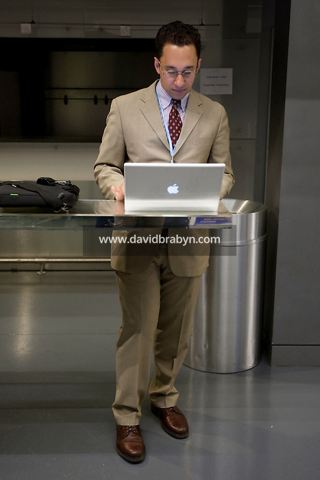 Peter McKay (@petermckay) uses his laptop computer during a break at the 140 Character conference in New York City, USA, 16 June 2009.