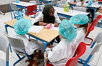 Nederland Amsterdam 2017 . Teddy Bear Hospital in het AMC ziekenhuis. ( Foto mag niet in negatieve context gebruikt worden) . Teddy Bear Hospital (TBH) is één van de grootste projecten van IFMSA-NL. Het TBH is een rollenspel. Dat houdt in dat kleuters van vier t/m zes jaar hun beer of een andere knuffel meenemen naar een nagebootst ziekenhuis. Geneeskundestudenten spelen voor arts en behandelen de knuffels. Het doel van Teddy Bear Hospital is om kinderen op een speelse manier kennis te laten maken met de gezondheidszorg, om zo de angst voor dokters en het ziek-zijn enigszins weg te nemen. Bovendien leert het medische studenten om te gaan met kinderen en trainen ze hun communicatieve vaardigheden. Foto Berlinda van Dam / Hollandse Hoogte