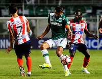 CALI - COLOMBIA - 13 - 07 - 2017: Andres Perez (Cent.) jugador de Deportivo Cali de disputa el balon con Sebastian Hernandez (Izq.) y Yimmi Chara (Der.) jugadores de Atletico Junior, durante partido de ida de la segunda fase llave 2 entre Deportivo Cali de Colombia y Atletico Junior de Colombia, por la Copa Conmebol Suramericana en el estadio Deportivo Cali (Palmaseca) de la ciudad de Cali. / Andres Perez (C) player of Deportivo Cali vies for the ball with Sebastian Hernandez (L) and Yimmi Chara (R) player of Atletico Junior, during a match for the first leg between Deportivo Cali of Colombia and Atletico Junior of Colombia, of the second phase key 2 for the Copa Conmebol Suramericana at the Deportivo Cali (Palmaseca) stadium in the city of Cali.  Photo: VizzorImage / Nelson Rios / Cont.