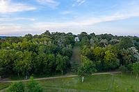France, Maine-et-Loire (49), Brissac-Quincé, château de Brissac, la colline du mausolée (vue aérienne)